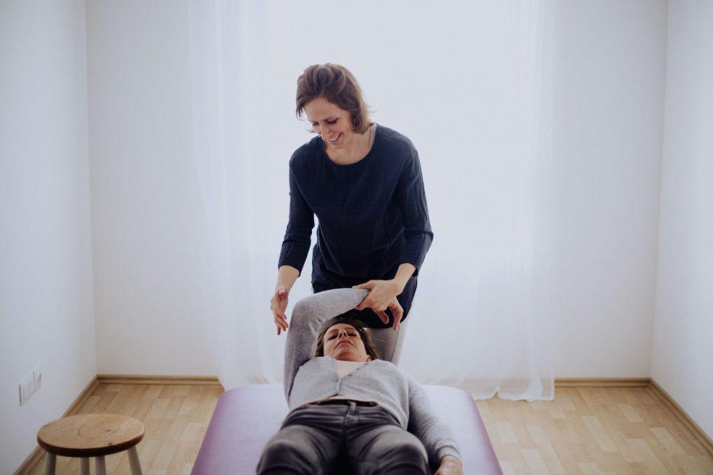 Weniger Rückenschmerzen dank den richtigen Feldenkrais-Bewegungen